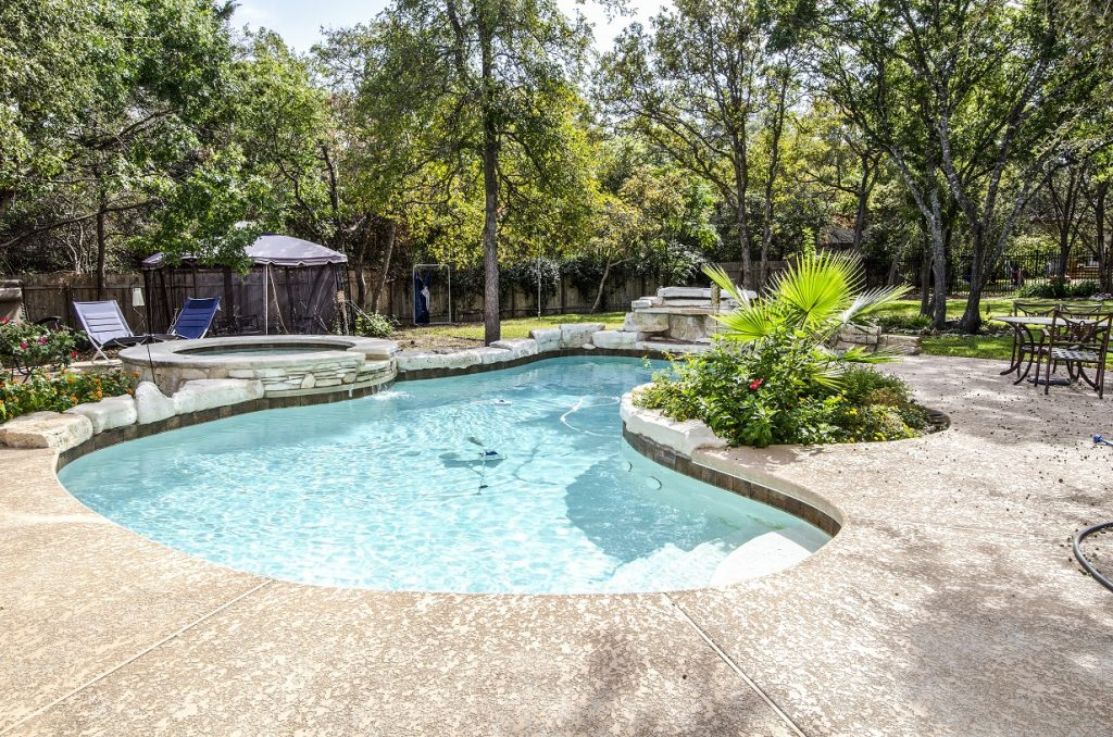 Baton Rouge Pool Builders - Windgate Custom Pools are experts of all aspects of pool construction and design.